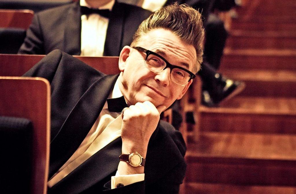 Götz Alsmann hat schon einige Konzerte mit der SWR Big Band  bestritten. Spaß macht es den Künstlern weiterhin.  Foto: Factum/Weise