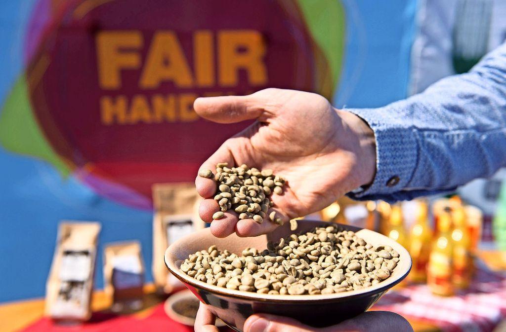 Fairer Handel ist ein Schritt auf dem Weg, die Welt zu verbessern. Wo sich sonst noch ansetzen lässt, will die Fairtrade-Gruppe Heimsheim ergründen. Foto: dpa