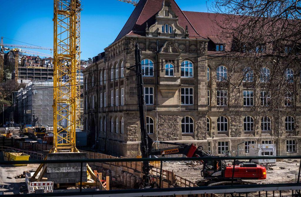 Das altehrwürdige Königin-Katharina-Stift am Gebhard-Müller-Platz will nicht für eine Interimsoper weichen. Foto: Lichtgut/Max Kovalenko