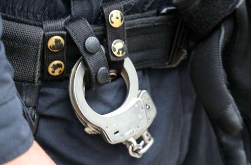 Elfjähriger in Handschellen abgeführt: Strafbefehle gegen Polizisten
