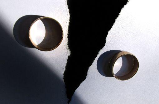 Trennung und Scheidung lösen eine Vielzahl rechtlicher und finanzieller Folgen aus. Foto: dpa