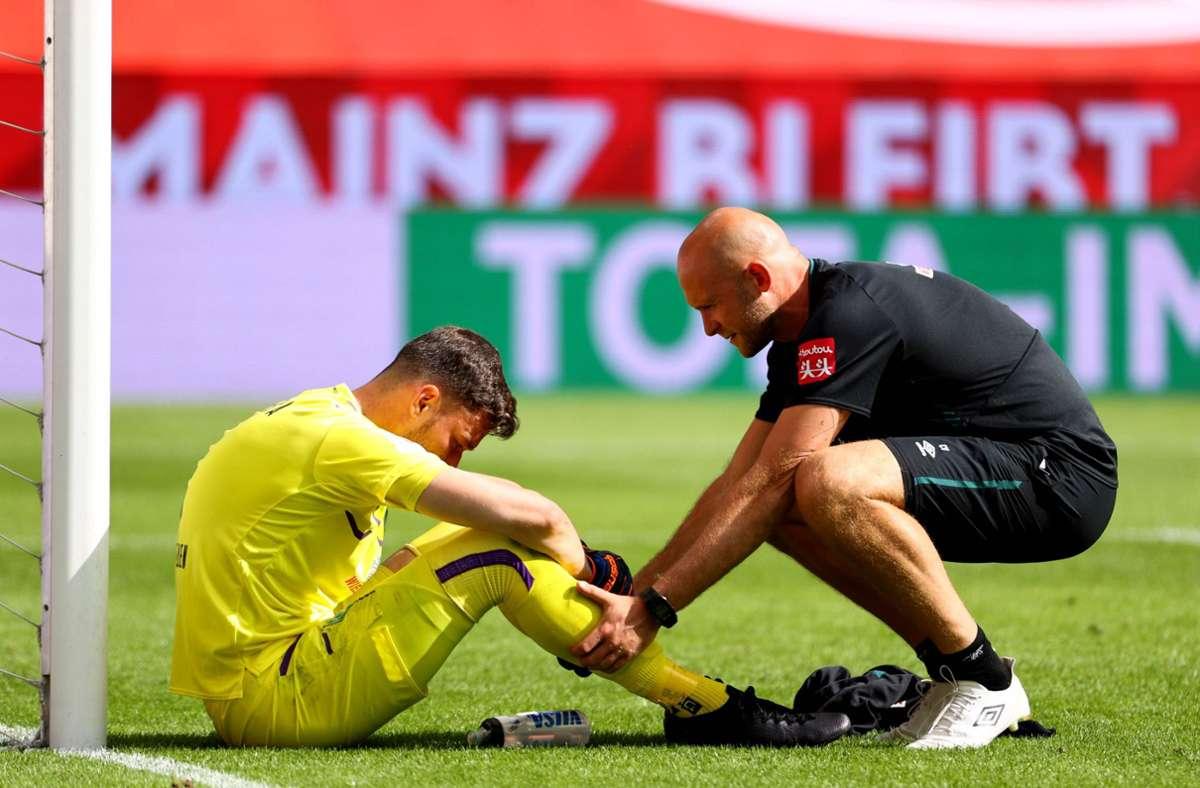 Werder's goalkeeper Jiri Pavlenka was visibly kinked after the final whistle.  Photo: AFP / KAI PFAFFENBACH