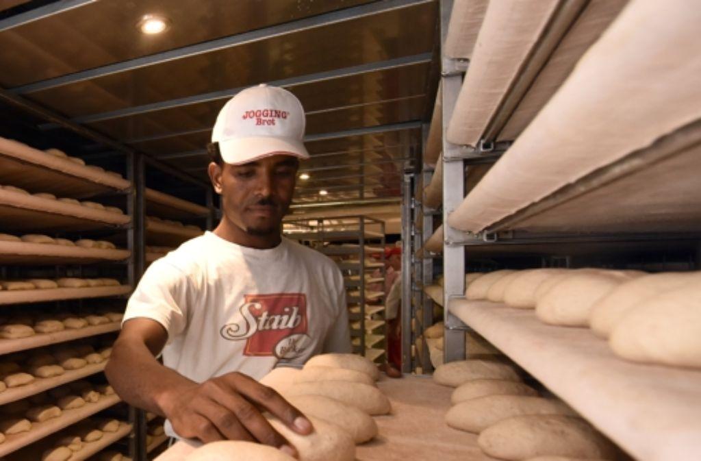 Junge Männer wie dieser Ulmer Bäckerlehrling aus Eritrea sind oft hoch motiviert. Foto: dpa