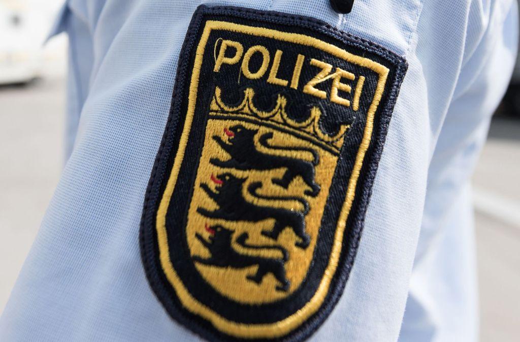 Die Polizei musste zu einem großen Einsatz in Karlsruhe ausrücken. (Symbolbild) Foto: dpa/Patrick Seeger