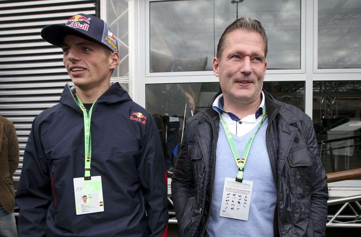 Jos und Max Verstappen: Als früherer Teamkollege von Michael Schumacher ist der Niederländer Jos Verstappen vor allem durch den Tankunfall 1994 in Erinnerung geblieben, als sein Benetton in Hockenheim Feuer fing. Bei 107 Starts kam er zweimal aufs Podium. Sohn Max gilt als einer der besten Fahrer der Gegenwart und hat im Red Bull bislang neun Siege eingefahren. Foto: dpa