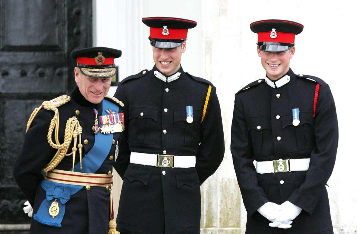 Immer zu Scherzen aufgelegt: Prinz Philip mit seinen Enkeln William (Mitte) und Harry (rechts). Foto: imago images//ZUMA Wire