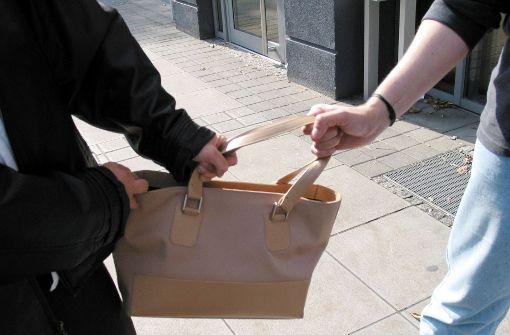 Die Handtasche im Visier
