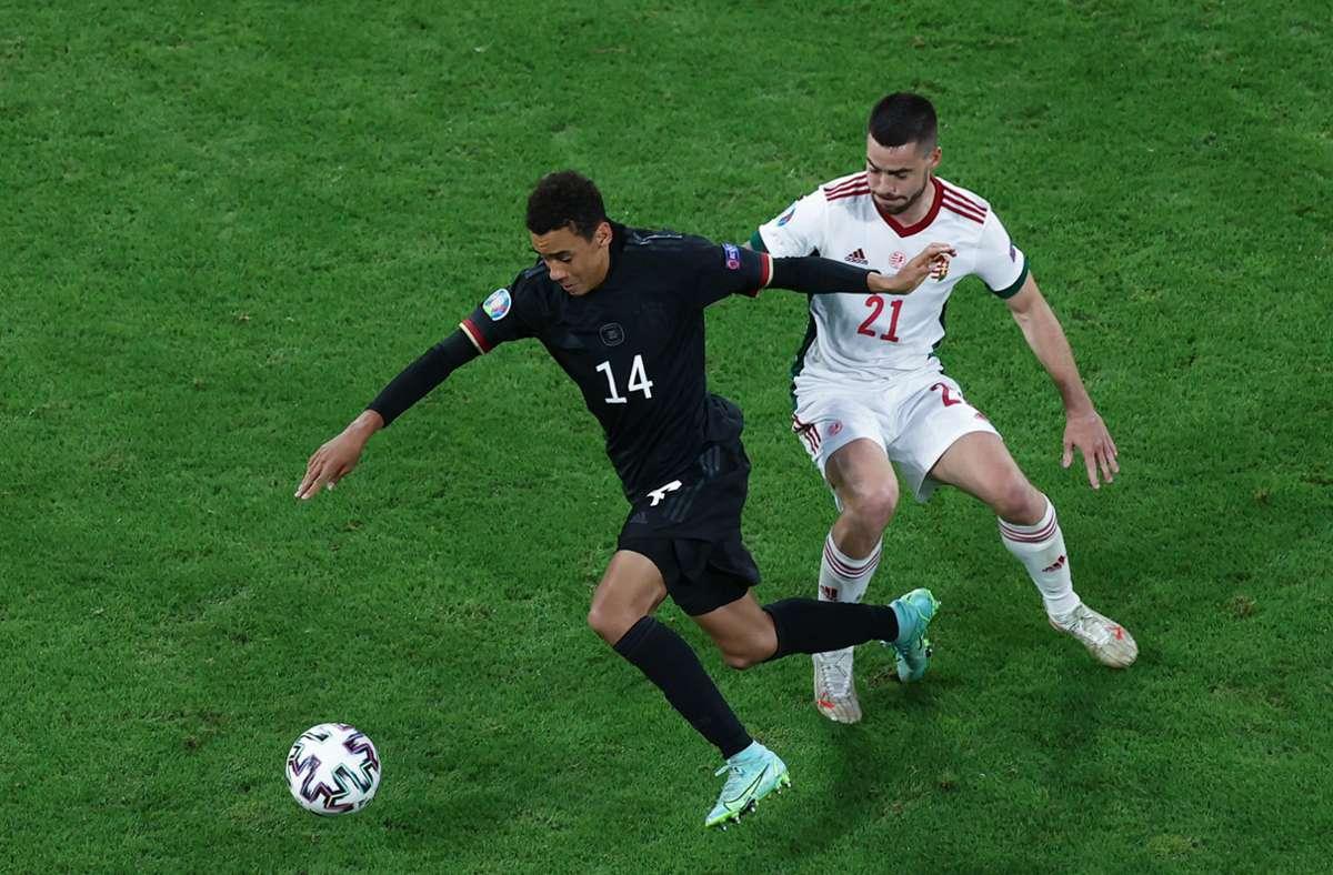 Deutschland um den jungen Jamal Musiala spielt am Dienstag gegen England. Foto: dpa/Christian Charisius
