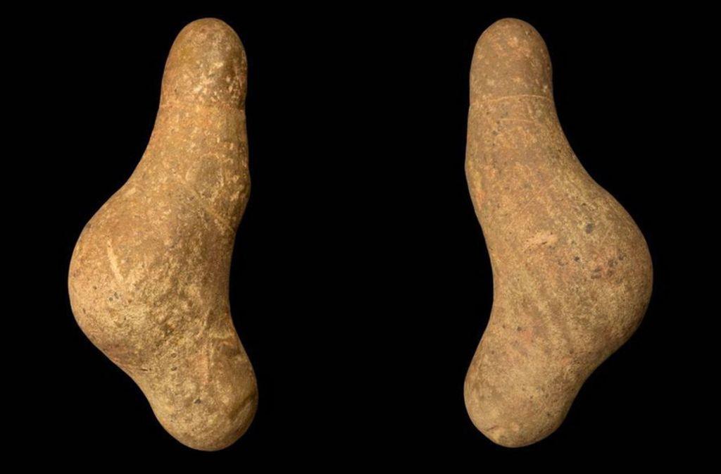 Venus von Waldstetten (circa 15000 Jahre): Diese abstrahierte Darstellung einer Frauenfigur  wurde von dem Hobbyarchäologen   Adolf Regen im   Waldstetten im Ostalbkreis gefunden. Foto: Simon Fröhle
