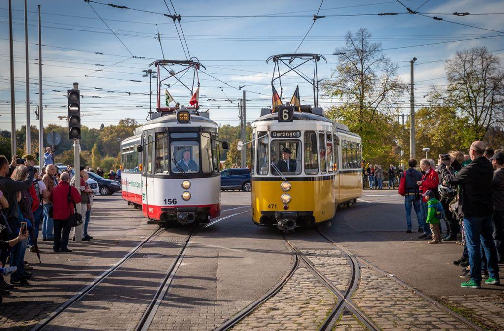 Beim Korso rund ums Museum in Bad Cannstatt bestaunen Besucher die alten Straßenbahnen. Foto: Lichtgut/Julian Rettig
