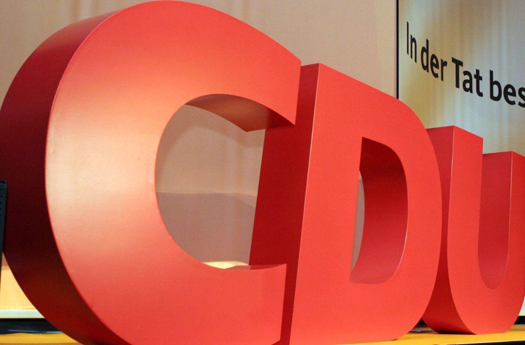 Das CDU-Logo bei einer Wahlkampfveranstaltung: Die Union sucht noch nach einem geeigneten Bewerber für die OB-Wahl. Foto: imago images / suedraumfoto