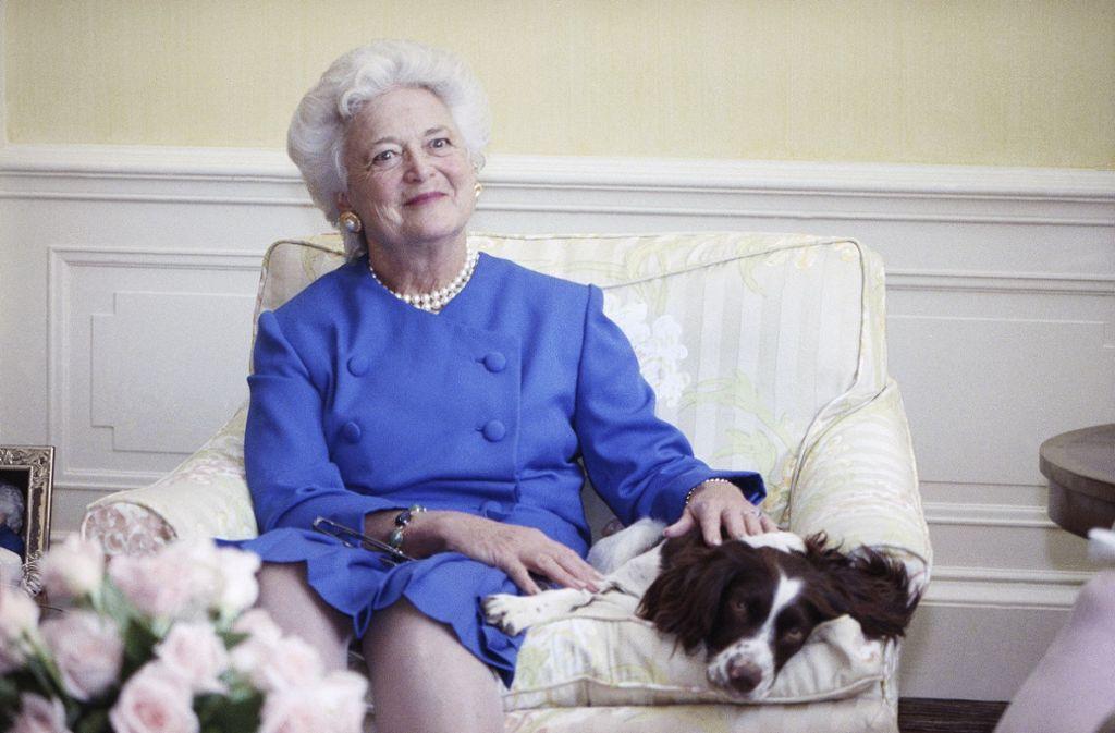 Zeitweise beim Volk beliebter als ihr Ehemann: Barbara Bush. Foto: AP