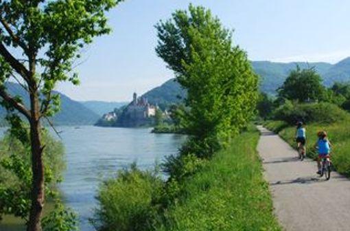 Donau-Radweg: Der deutsche Teil führt von Donaueschingen nach Passau. Weiter ginge es noch in die Länder Österreich, Slowakei, Ungarn, Kroatien, Serbien, Bulgarien und Rumänien. Mehr zum Donau-Radweg