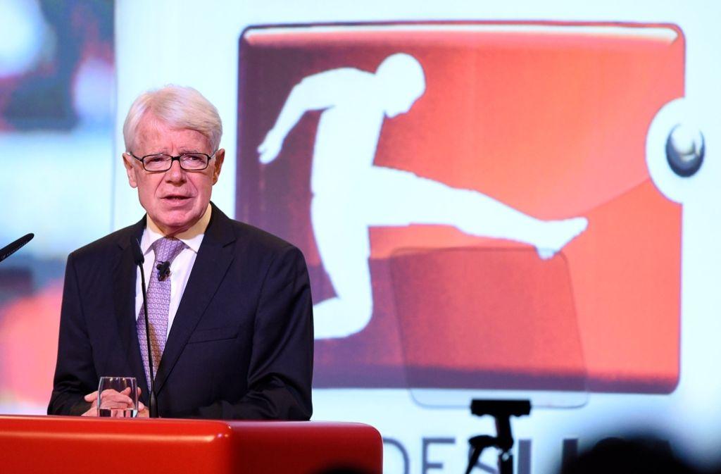 Reinhard Rauball bleibt an der Spitze des deutschen Profifußballs. Foto: dpa