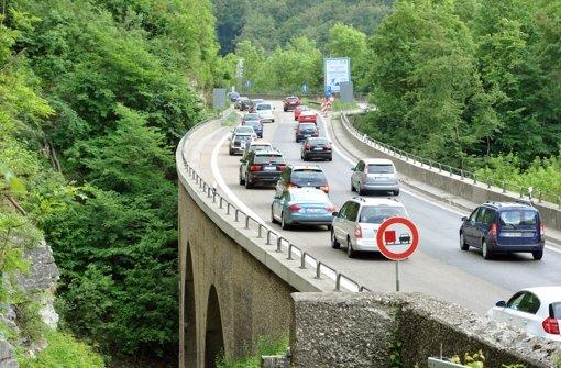 Für den Albaufstieg der A8 gibt es positive Signale. Foto: dpa