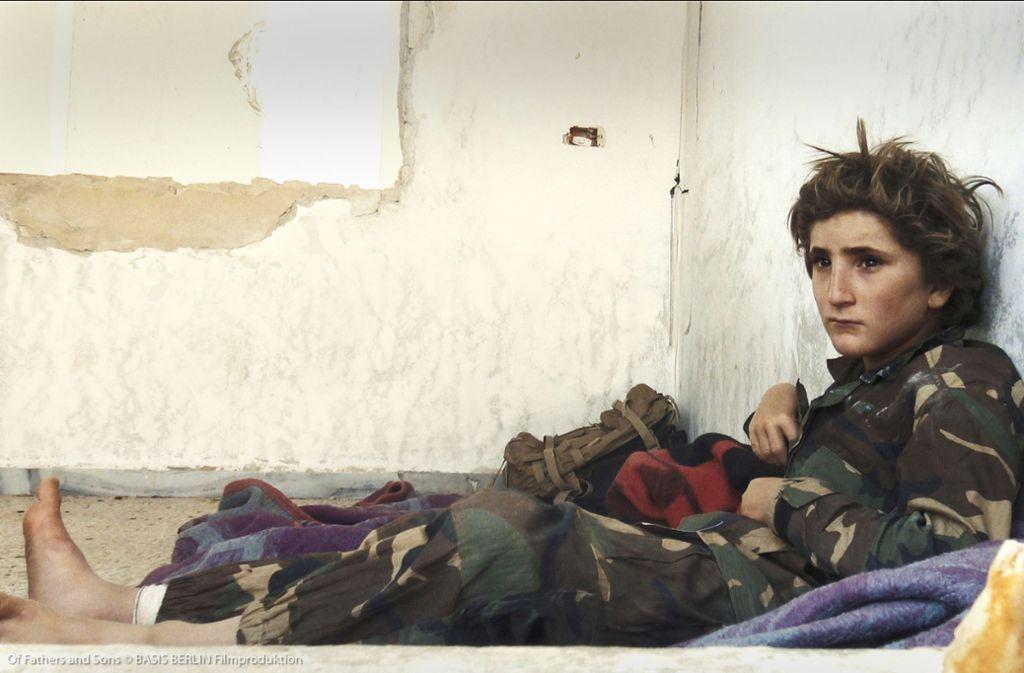 """Trainingspause für ein Kind des Dschihad: Szene aus dem Dokumentarfilm """"Fathers an d Sons"""" Foto: Verleih"""