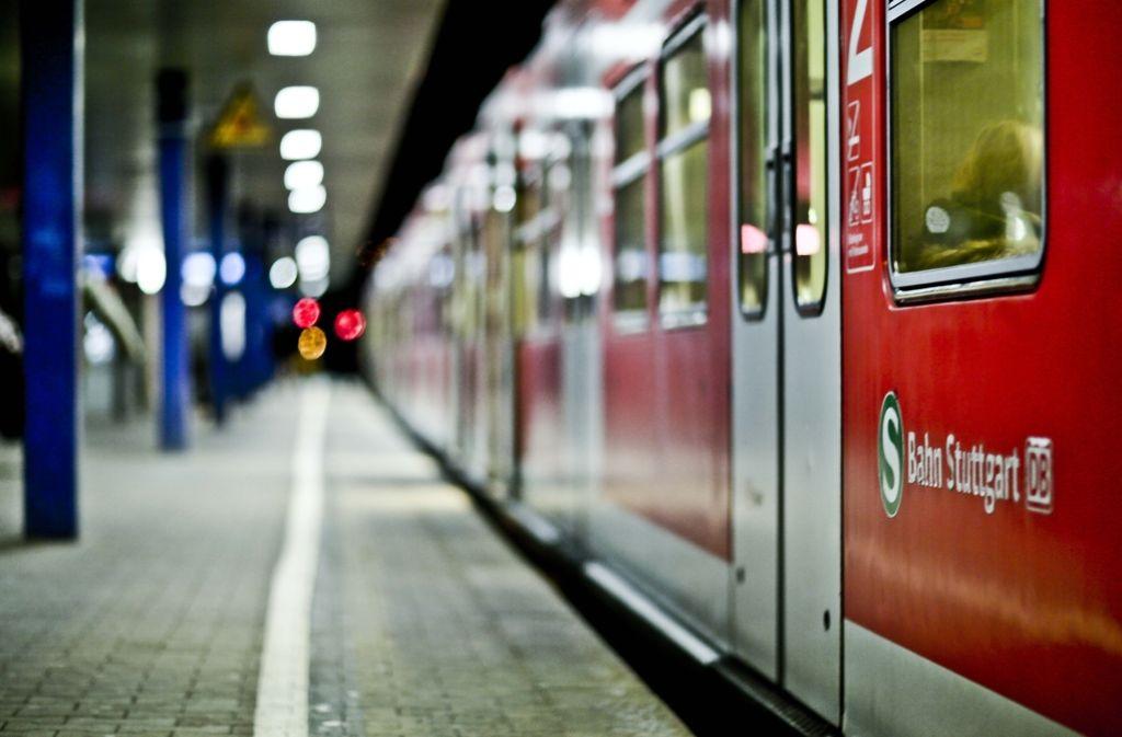 S-Bahn-Chaos in Stuttgart: eine gerissene Oberleitung legt die Linien lahm. Foto: Leif Piechowski