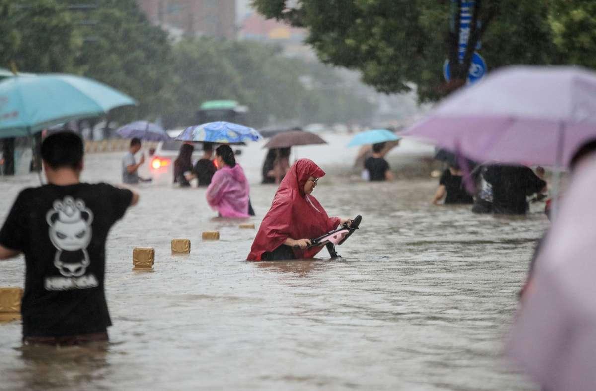 Schwere Regenfälle haben in Zhengzhou massive Überschwemmungen verursacht. Foto: AFP/STR