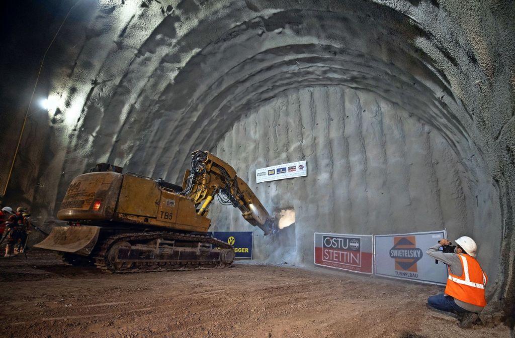 Tunneldurchschlag bei Stuttgar 21. Es wird weitergebaut und weitergestritten. (Archivbild) Foto: dpa/Sebastian Gollnow