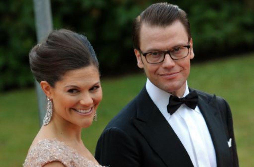 Sie sind das Glamourpaar der schwedischen Monarchie - Kronprinzessin Victoria und ihr Ehemann, Prinz Daniel. Foto: dpa
