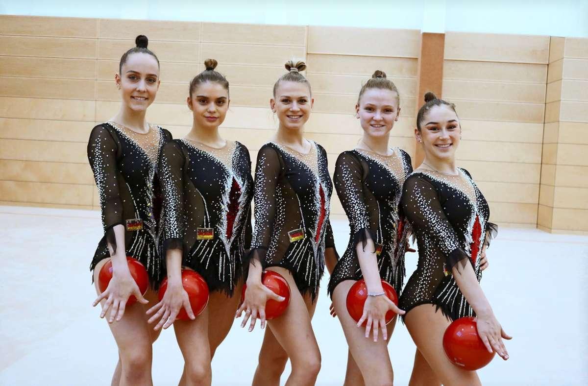 Nathalie Köhn, Viktoria Burjak, Noemi Peschel, Daniella Kromm und Alexandra Tikhonovich(von links, es fehlt Anni Qu) starten bei den Europameisterschaften. Foto: Eva Herschmann