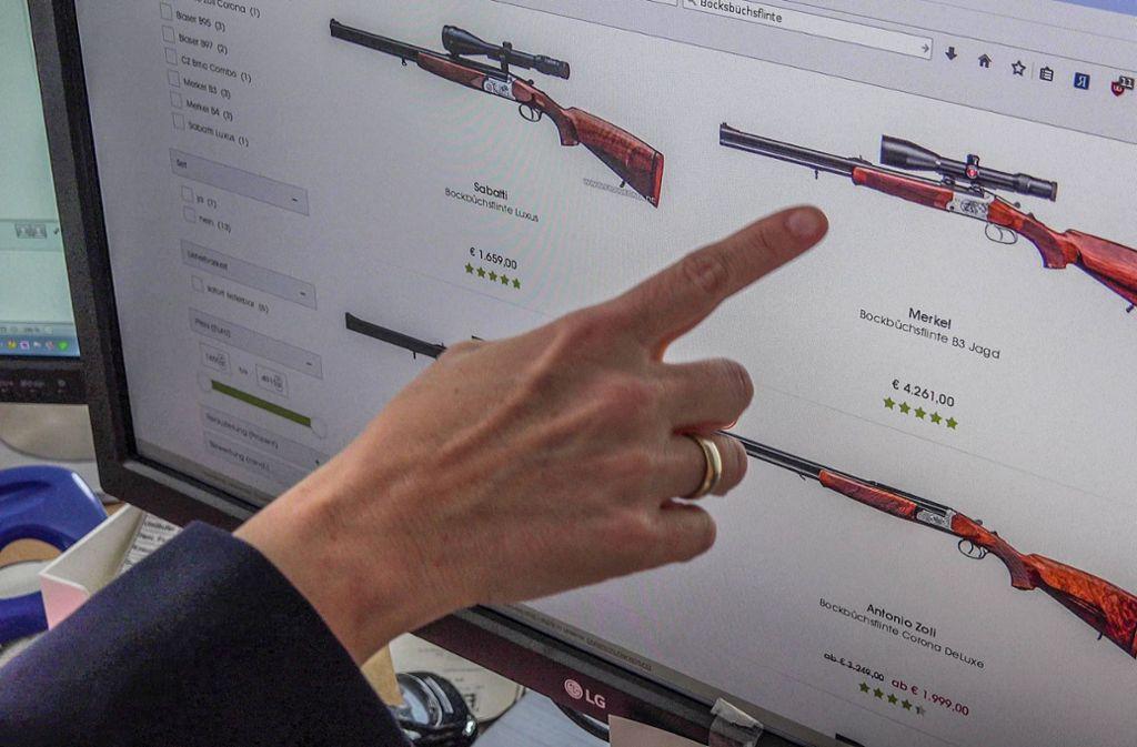 Aus einer solchen Waffe, einer Bockbüchsflinte, löste sich der tödliche Schuss. Foto: 7aktuell/Fabian Geier