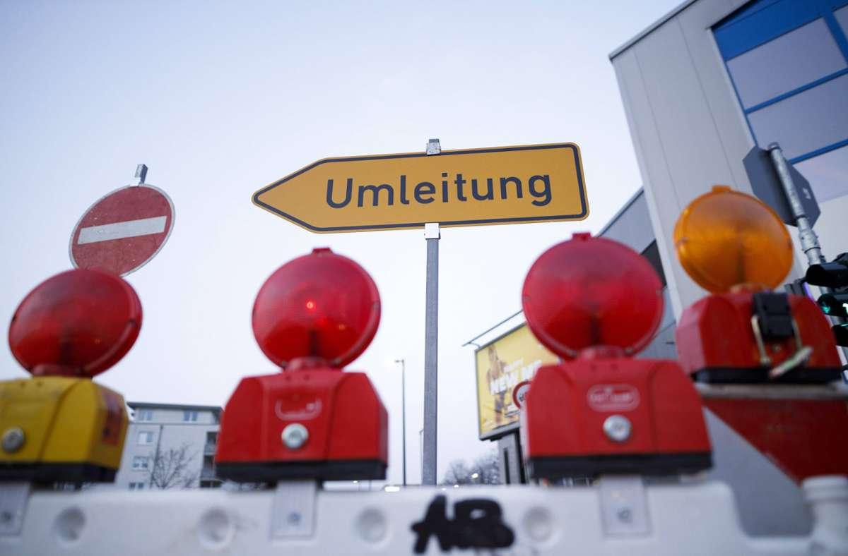 Aufgrund von Bauarbeiten wird der Verkehr auf der Daimlerstraße ab Montag umgeleitet. Foto: imago images//Christoph Hardt