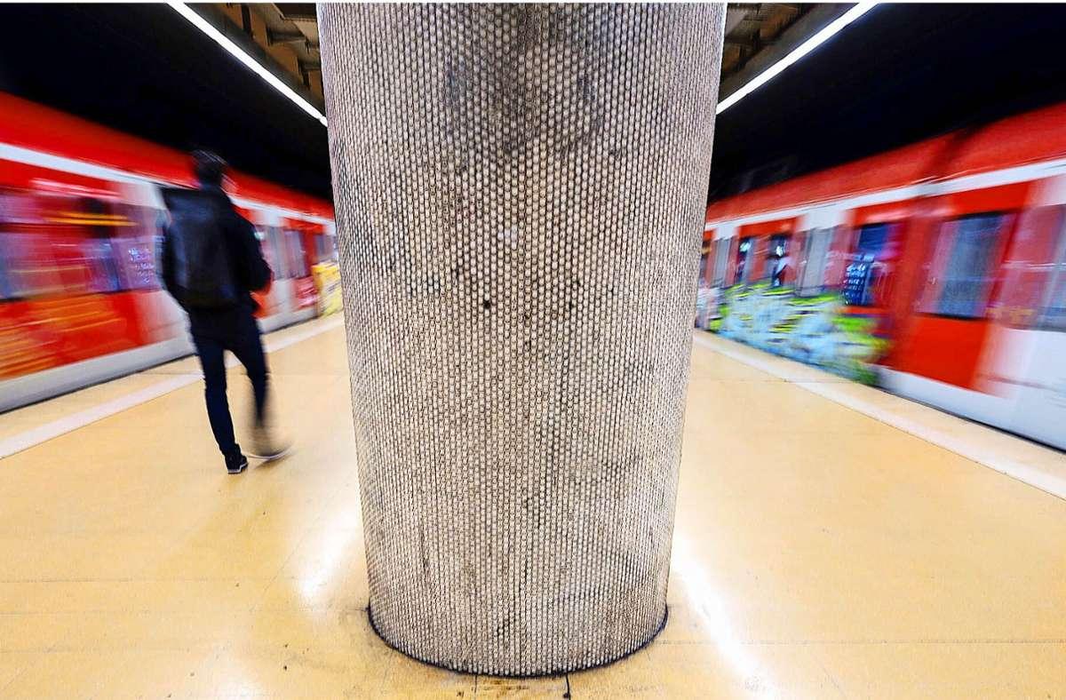 In den Sommerferien erwarten die Fahrgäste in der Stuttgarter S-Bahn einige Einschränkungen. (Archivbild) Foto: dpa/Marijan Murat