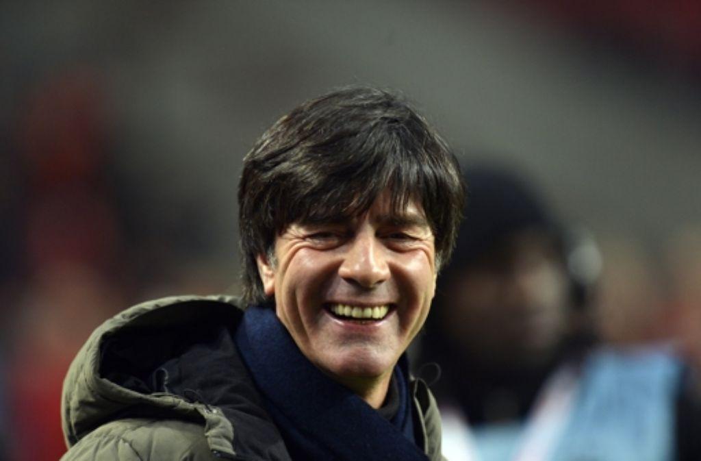 Joachim Löw freut sich. dass die Mannschaft kein Gegentor bekommen hat. Foto: dapd