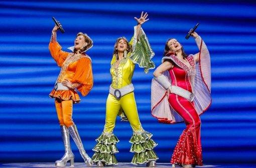 Mamma Mia bleibt bis 2014 in Stuttgart. Am vergangenen Donnerstag feierte das Erfolgsmusical seine Rückkehr auf die Bühne des Palladium-Theaters - mit vielen Promis, wie unsere Bildergalerie zeigt! Foto: Stage Entertainment