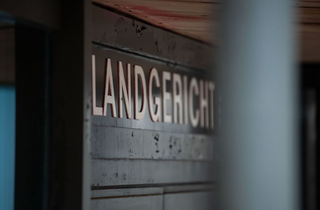 Wegen zweifacher Vergewaltigung ist ein 23-Jähriger vor dem Landgericht Stuttgart zu acht Jahren Haft verurteilt worden. Foto: dpa