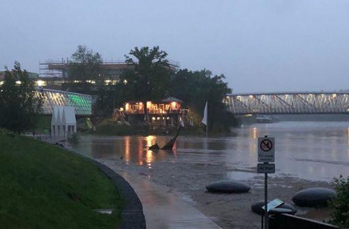 """Hochwasser reißt """"Schwimmende Gärten"""" mit"""