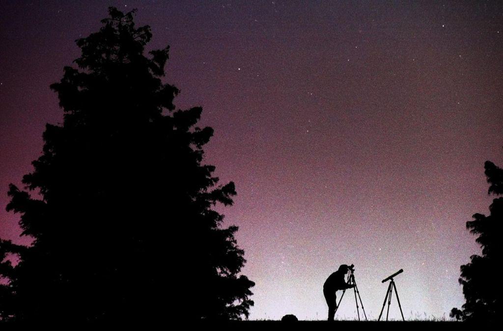 Am Nachthimmel sind in diesen Nächten zahlreiche Sternschnuppen zu sehen. Das liegt am Meteorstrom der Leoniden. Foto: dpa/Dave_Martin