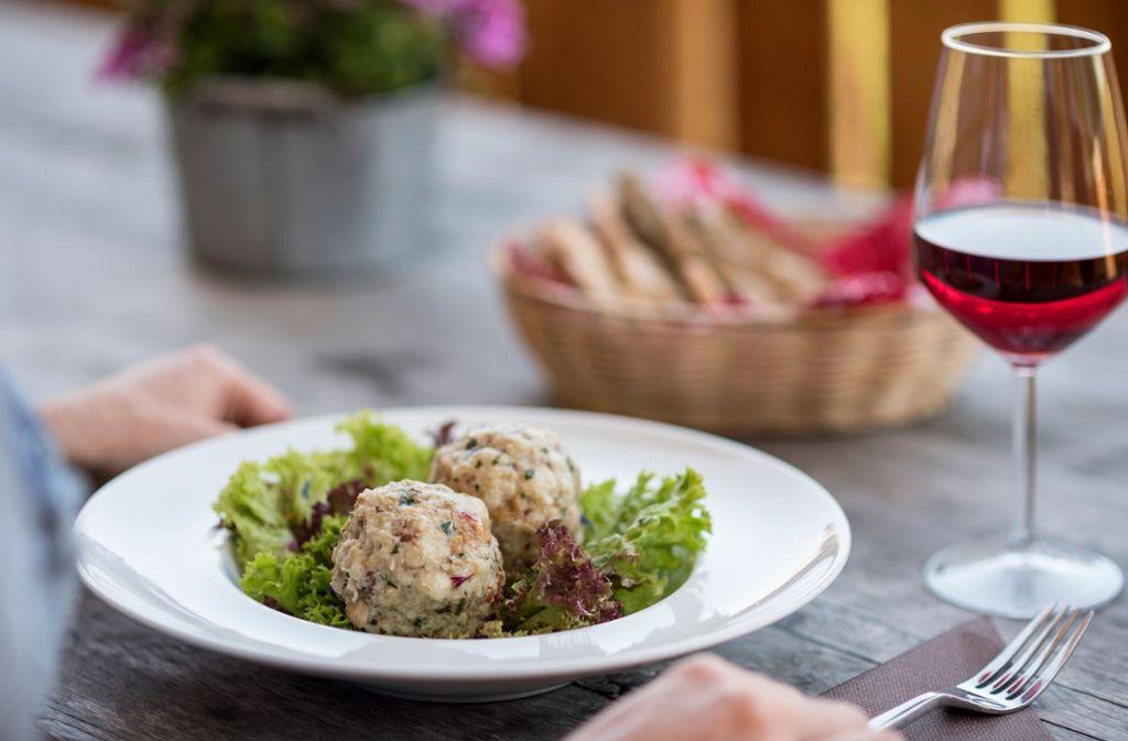 Südtiroler Küchentradition: Leckere hausgemachte Knödel.  Foto: IDM Südtirol/Axel Filz
