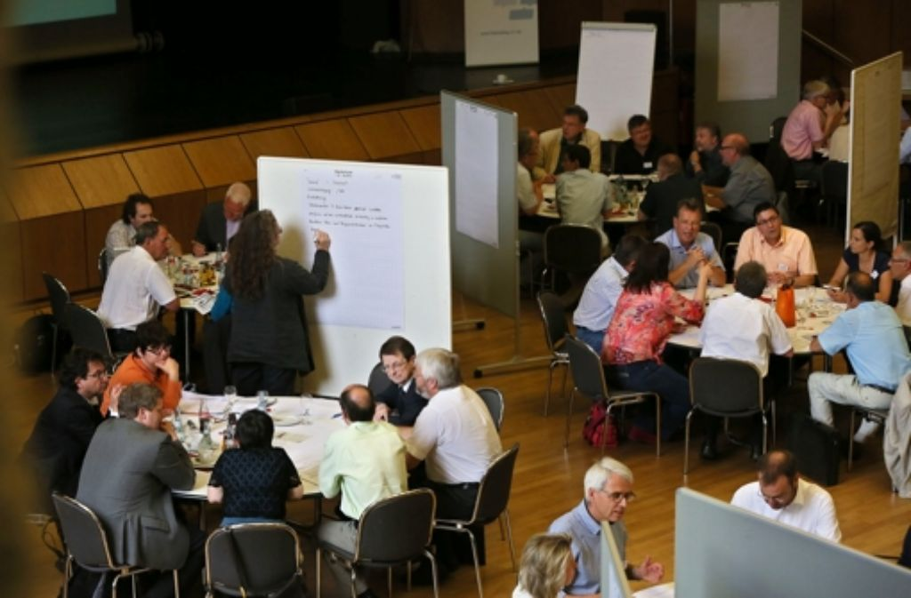 Die Teilnehmer des Filderdialogs haben viele Stunden miteinander diskutiert. Foto: Achim Zweygarth