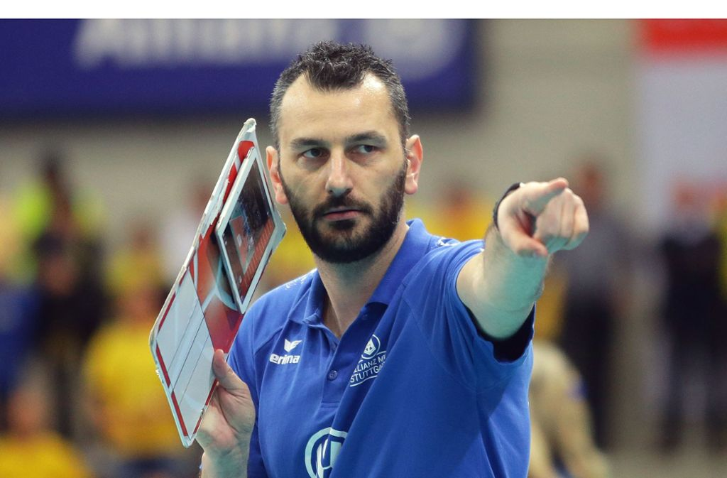 Der Stress treibt ihn an: Giannis Athanasopoulos, Trainer des Volleyball-Bundesligisten Allianz MTV Stuttgart. Foto: Baumann