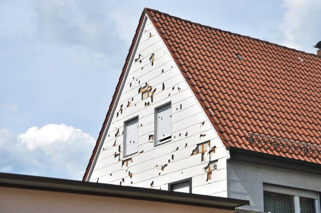 Der Hagelsturm vor einem Monat hat eine Schneise der Zerstörung im Kreis Reutlingen hinterlassen. Landwirte und Hausbesitzer blicken in eine unsichere Zukunft. Foto: Fotoagentur Stuttgart