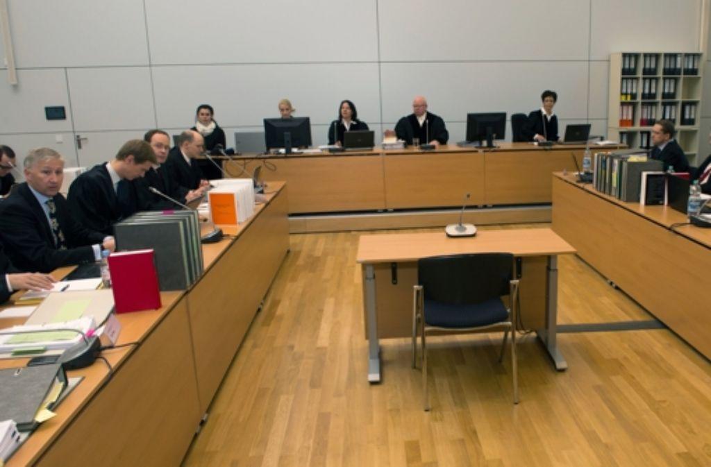 Ein Blick in den Gerichtssaal in München, in dem seit Montag ein Hypo-Real-Estate-Musterprozess verhandelt wird. Foto: dpa