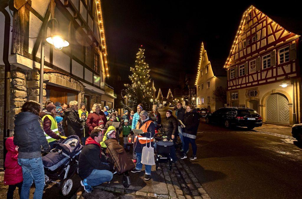 Richtig schöne Stimmung ergibt sich jedes zweite Jahr im Ditzinger Stadtteil Schöckingen, auch andernorts sind die abendlichen Treffen beliebt. Foto: factum//Archiv