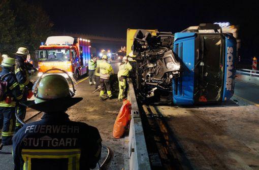Bergung des umgekippten Lastwagens dauert an