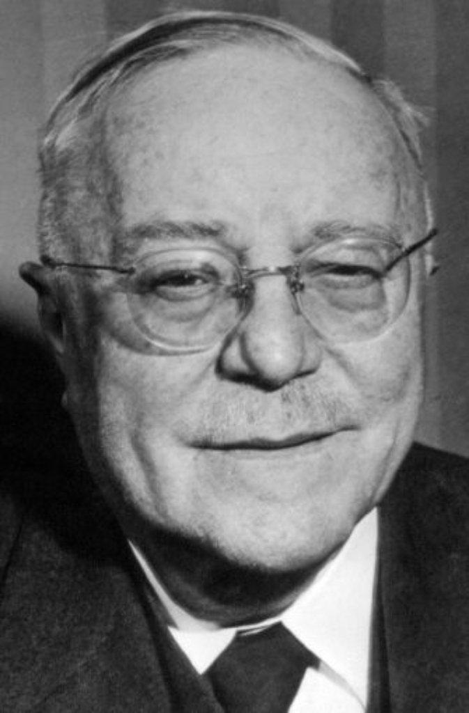 Der erste Ministerpräsident Baden-Württembergs war ein Liberaler: Von 1952 bis 53 führte der Freidemokrat Reinhold Maier (1889-1971) die Regierungskoalition aus FDP, SPD und BHE (Block der Heimatvertriebenen und Entrechteten) in dem neugegründeten Südwest-Staat. Maier war ein Liberaler der ersten Stunde und gründete nach dem Krieg zusammen mit Theodor Heuss die DVP, die 1948 in der FDP aufging. Der Löwe vom Remstal schnappte dem CDU-Mann Gebhard Müller den Posten praktisch unter der Nase weg. Doch seine Amtszeit währte nur kurz - bei der Bundestagswahl 1953 errang die CDU im Land die absolute Mehrheit. Maier trat zurück, kehrte dem Südwesten den Rücken und wandte sich in Bonn der Bundespolitik zu. Foto: dpa