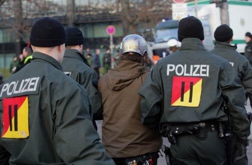 Juristen klagen gegen Polizeikessel