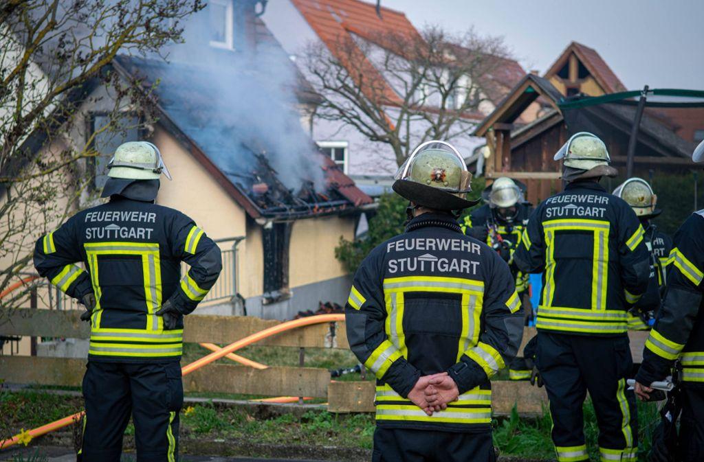 Die Feuerwehr bringt den Brand in Zuffenhausen schnell unter Kontrolle. Foto: 7aktuell.de/Nils Reeh