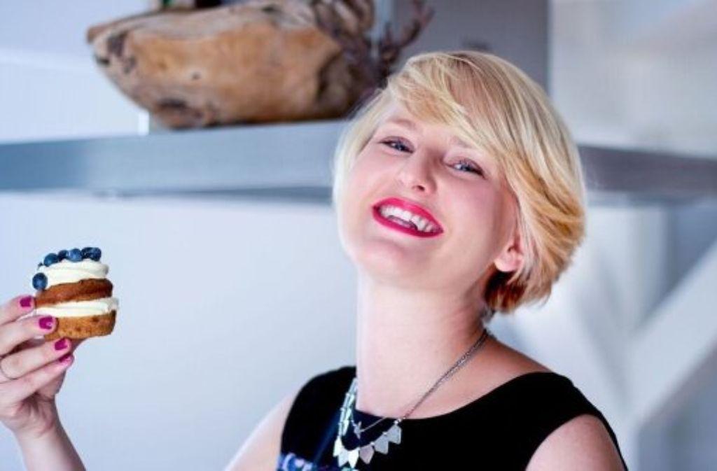 Backfee Jasmin Schlaich hat auch für Silvester das perfekte Rezept parat: Champagner-Cupcakes. Foto: Olga Brecht