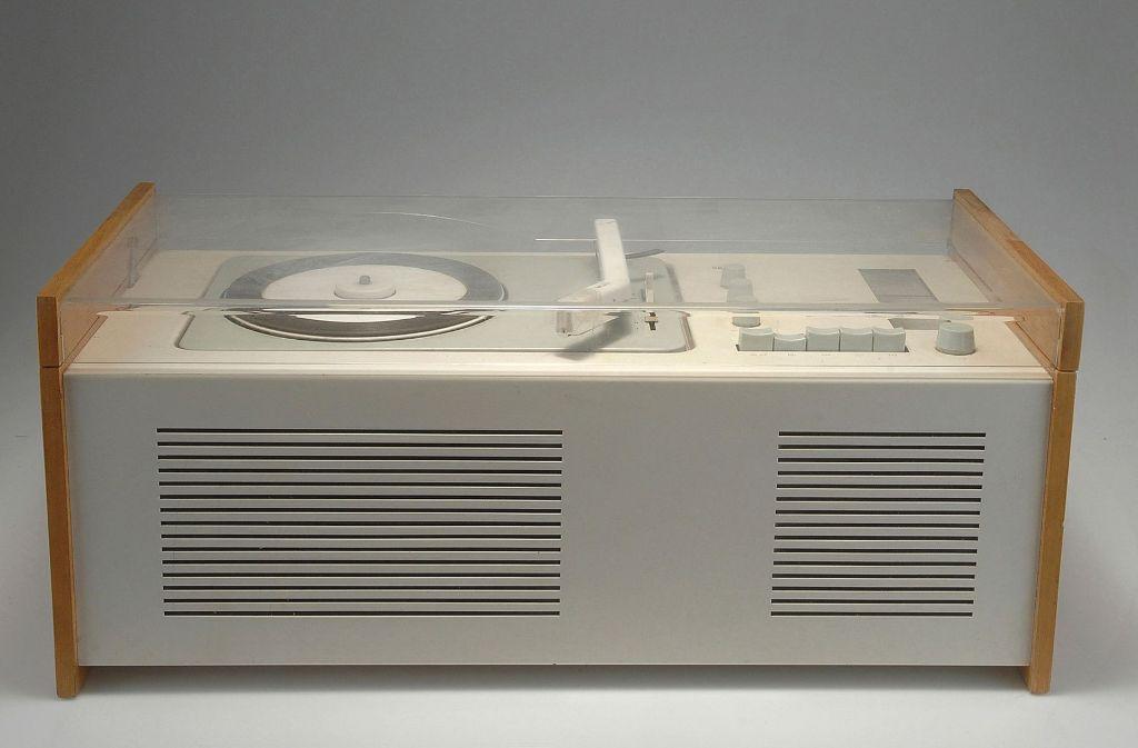 """Die Emanzipation des Technikdesigns: Otl Aichers """"Schneewittchensarg"""", eine Rundfunk-Phono-Kombination,  1957 entworfen für die Firma Braun. Foto: Hersteller"""