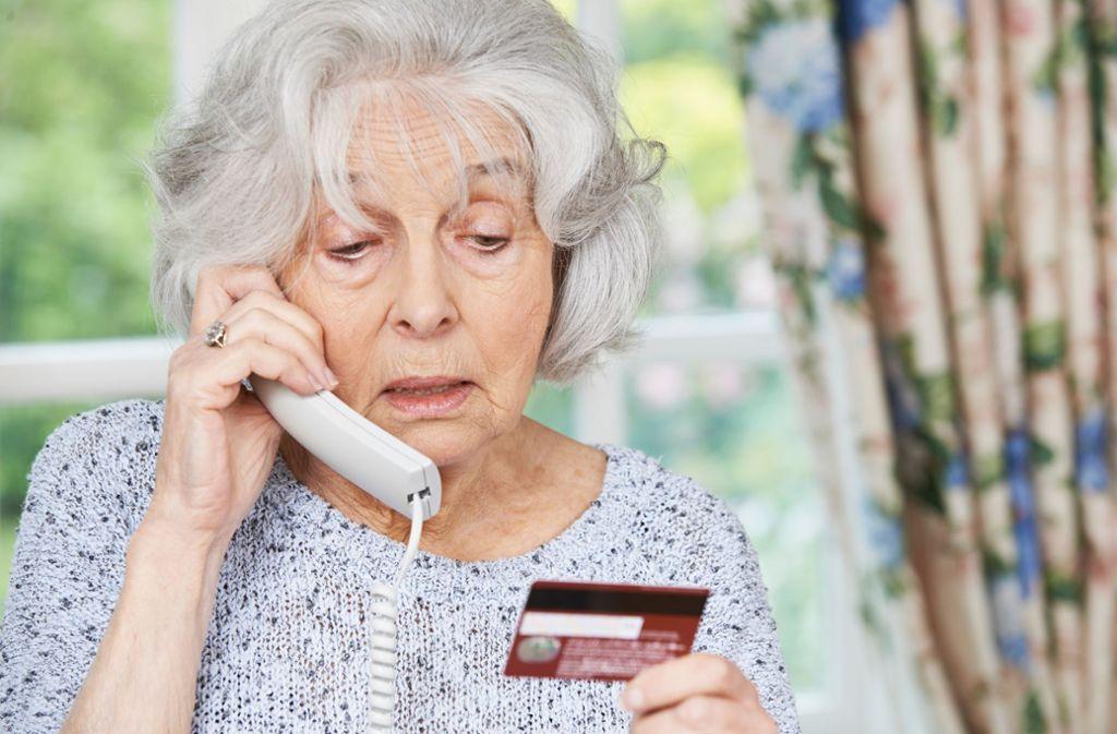 Die Opfer-Zielgruppe der Anrufer sind vornehmlich ältere Menschen. (Symbolbild) Foto: highwaystarz - stock.adobe.com/HighwayStarz