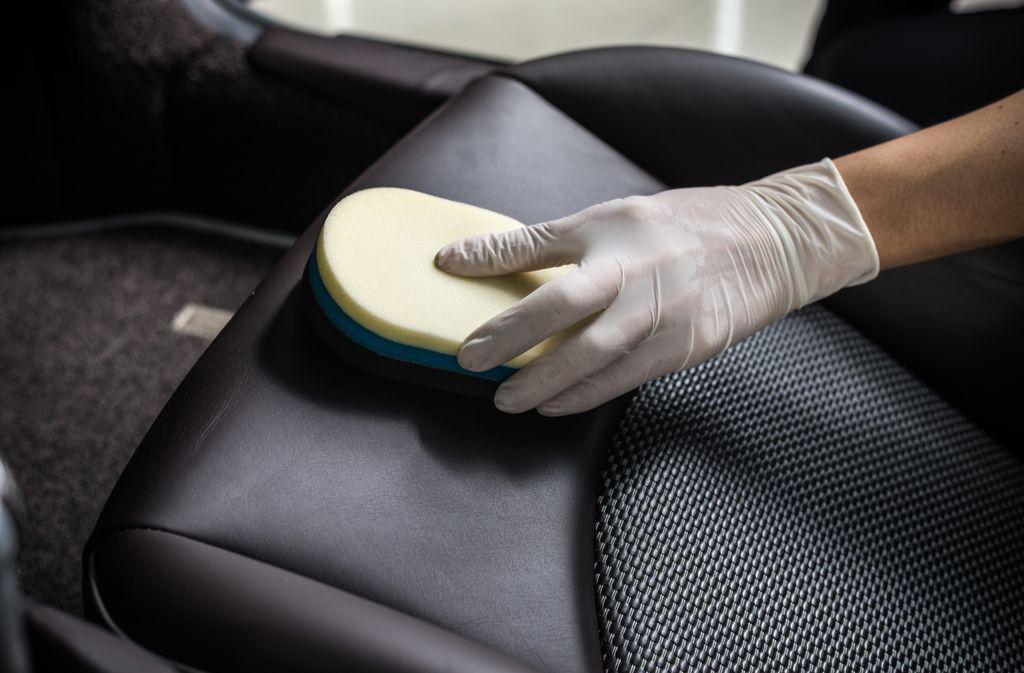 Oftmals sehen wir den Schmutz auf den Autositzen gar nicht. Foto: Bhakpong / shutterstock.com