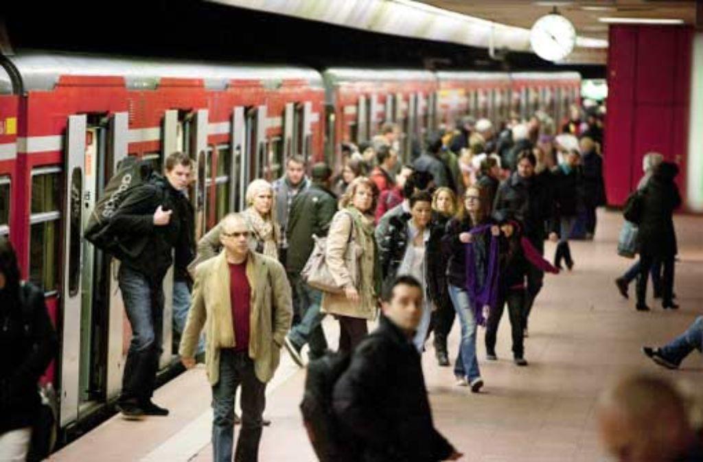 Laut einer Studie mehren sich die Indizien, dass das S-Bahn-System durch Stuttgart 21 störanfälliger wird. Foto: Steinert