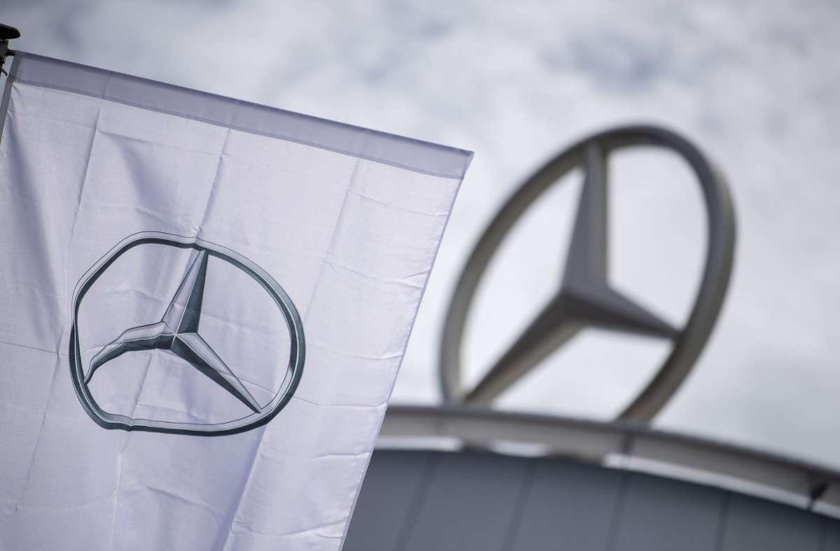 Erneut wurde eine bereits angesetzte Verhandlung über mögliche Schadenersatz-Ansprüche von Diesel-Käufern gegen Daimler abgesagt. (Symbolbild) Foto: dpa/Sebastian Gollnow
