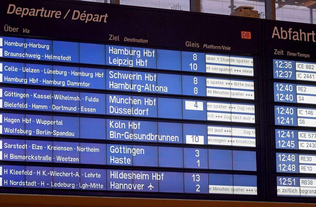 Online-Erstattungen sollen bei der Deutschen Bahn  ab Sommer möglich sein. (Symbolfoto) Foto: dpa/Holger Hollemann